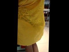 Madura tesudona de vestido transparente