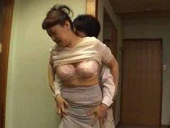 Asia mam zum orgasmus gefingert