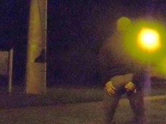 La nuit, en leggings, sur une aire de repos - camion.part1