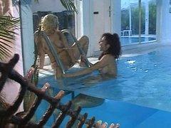 Erika Bella - Pool Lesbo