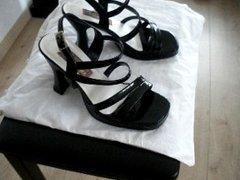 Sperma auf die Sandalen meiner Frau