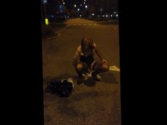 Trans fallo in culo in piazza, all'aperto - Dildo in ass