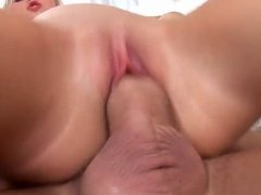 Beauty with a smart ass skilfully held up the anus
