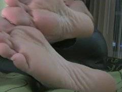 Sexy milf leather outfit shows her sexy soles