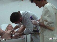 Mature blonde fr sodomisee et fistee chez le gyneco