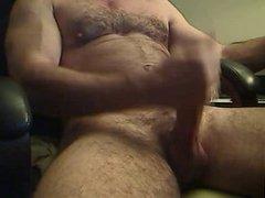 HOT MUSCLED BEAR HUNK BIG DICK