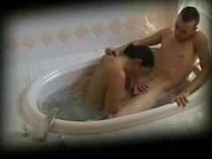 Couple has steamy oral in the tub