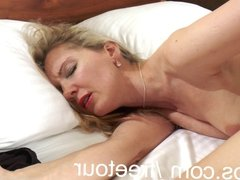 Amateur milf makes her hairy pussy cum