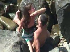 Dando na praia pro namoradinho safado