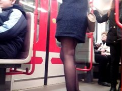 Sexy legs im metro 4 Sexy Beine in der U-Bahn 4