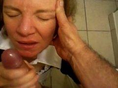 Mature women gets a huge facial