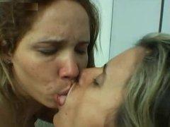 Lo mejor que podemos hacer, es darnos besos en la boca