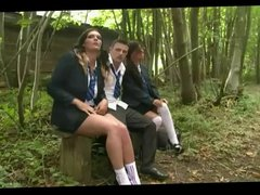 British slut Jess in a FFM threesome outdoors