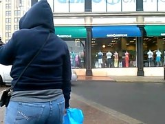 Candid big booty girl in blue jeans crossing the streets