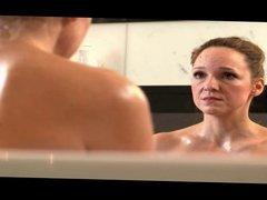 Anke Engelke in der Badewanne