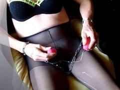 quick cumshot in pantyhose