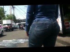 Mega culona en jeans
