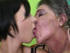 Teen girl fucks hairy lesbian granny