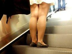 Sexy legs im metro 9 Sexy Beine in der U-Bahn 9