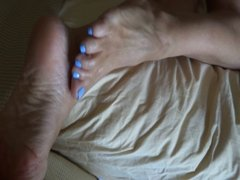 jerking off onto blue toes ansd soles