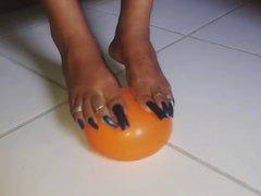 long toenails play