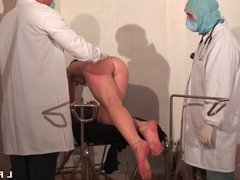 Femme fontaine cougar sodomisee et fistee grave chez le doc