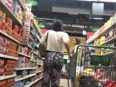 INCREDIBLE ASS AT THE SUPERMARKET