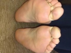 Ria moves her sexy (size 37) feet