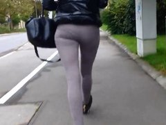verfolgt in leggins
