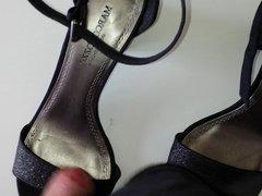 Schuhe von Nachbarin Christa gefickt Teil 2