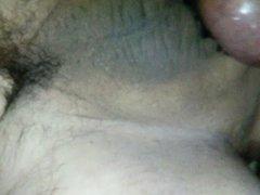 maduro se masturba con dildo en el culo