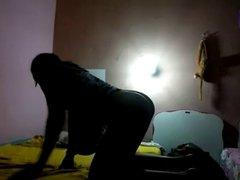 Novinha safada dando o cuzinho apertado