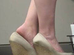 Spying MILFY feet