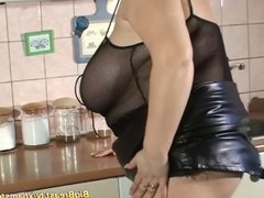 stepmom with extreme big naturals