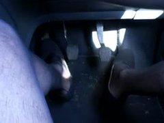 im Auto auf der Autobahn in Damenwaesche