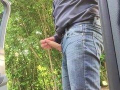 Branle rapide et grosse ejac sur une aire de repos