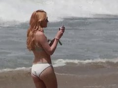 Bella and Kaili Thorne at the beach