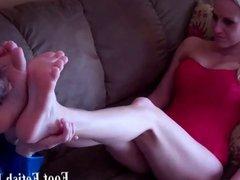 Bella sucking Ayanna delicious ebony toes