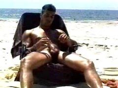 Beach jerk off.flv