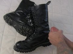 Rocco Steele Jerks Off On His Boots