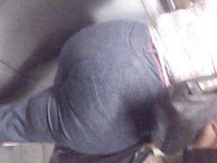 Mega big booty en el metro del df