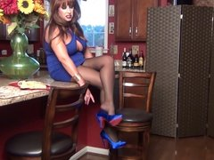 Samantha Legs is your Hostess