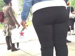 PHAT ASSED BLACK CHICK WAITING FOR THE BUS!!!!