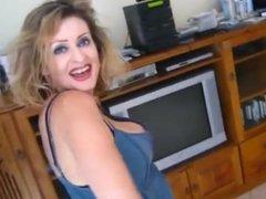 Hot MILF Nipple Slip While Dancing (xednorton)
