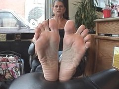plump mature feet