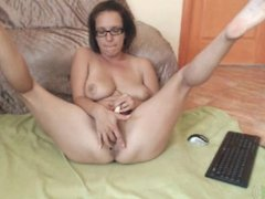 Brunette MILF toys on webcam