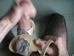 sperme sur sandales kickers idole