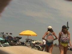 Couple o Teens Leavin' the Beach (Graz 15)
