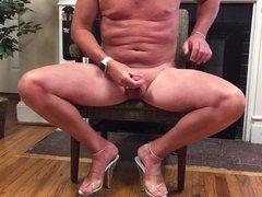 Sexy CD from NC masturbating in my heels