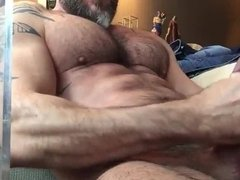 Str8 bear stoke while watching porn